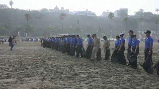 Toneladas de lixo retiradas de praias peruanas