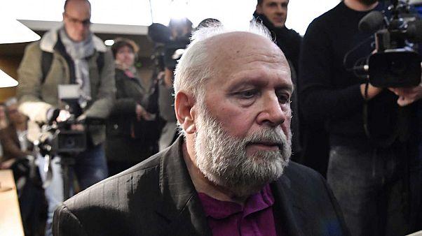 L'ex-prêtre Bernard Preynat, au début de son procès au tribunal correctionnel de Lyon, le 14 janvier 2020.