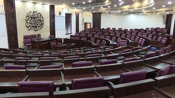 12 عاما على تعليق أعمال البرلمان الفلسطيني.. مكاتبُ يعلوها الغبار وأكوامُ بريد منسية