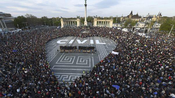 Lei húngara das ONGs viola regras da UE