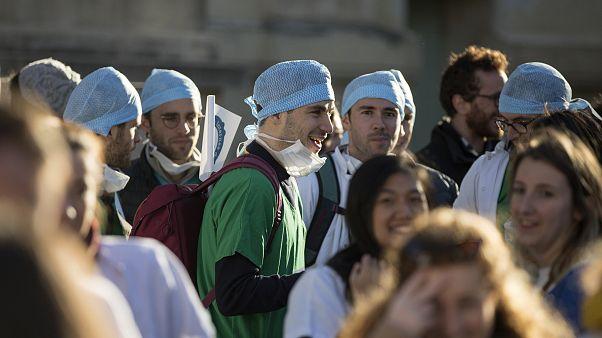 Ведущие врачи Франции объявили ультиматум правительству