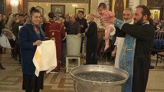 Gürcistan'ın başkenti Tiflis'te 500'den fazla bebek birlikte vaftiz edildi