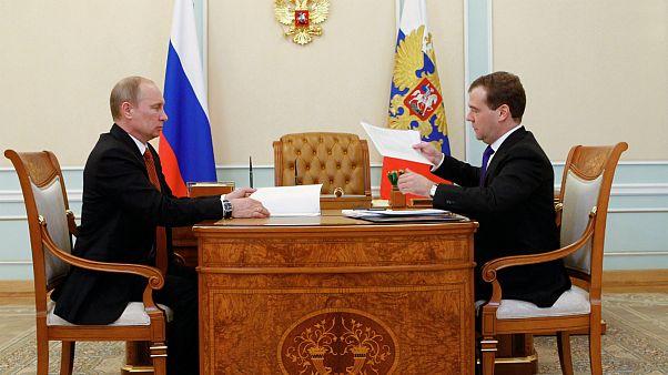 Vladimir Putin recebeu a carta de demissão do executivo de Dmitri Medvedev