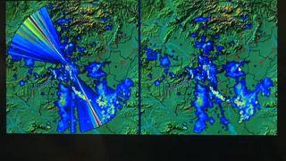 Bal oldalon egy megzavart, jobb oldalon egy hibáktól megtisztított radarkép