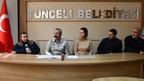 Tunceli Belediye Başkanı Fatih Mehmet Maçoğlu (soldan ikinci)