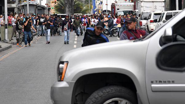 Deputados afastados com violência do parlamento venezuelano