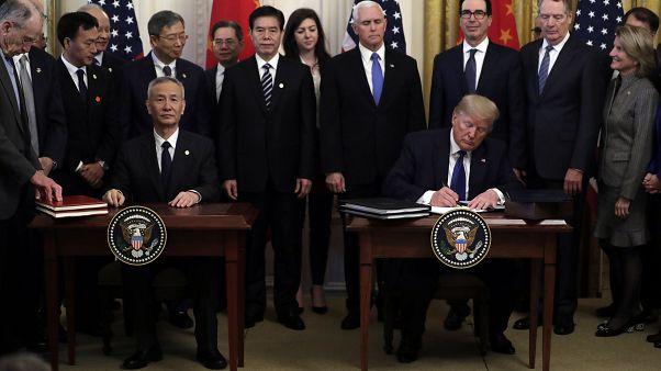 الرئيس دونالد ترامب يوقع اتفاقية تجارية مع نائب رئيس مجلس الدولة الصيني ليو خه في البيت الأبيض  15 يناير 2020