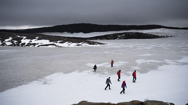 Lawinenabgänge in Island: Schneemassen verschütten Hafen