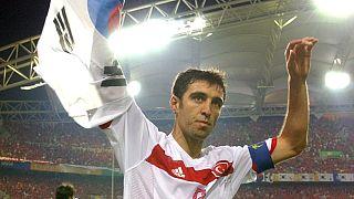 هاکان شوکور، ستاره فوتبال ترکیه زندگی در غربت را با رانندگی تاکسی میگذراند