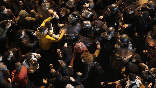 درگیری پلیس و تظاهرکنندگان در لبنان، در شامگاه ۱۵ ژانویه ۲۰۲۰