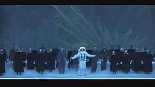 اجرای چشمگیر رابرت ویلسون از اپرای مسیح موتزارت در جشنوارهٔ سالزبورگ