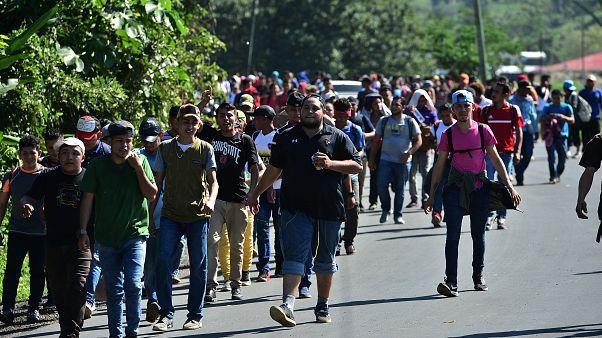 ABD'ye gitmek üzere yola çıkan 1000 göçmen Guatemala sınırına ulaştı
