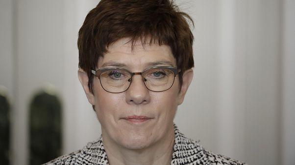 وزيرة الدفاع الألمانية أنغريت كرامب-كارينباور في لندن، الخميس 16 يناير كانون الثاني 2020