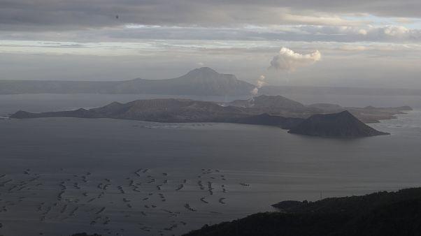 بركان تال في تاجايتاي جنوب الفلبين يوم الخميس 16 يناير/ كانون الثاني 2020