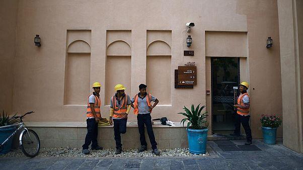 قطر تلغي تأشيرات الخروج للعمال الأجانب عقب انتقادات من هيومن رايتس ووتش