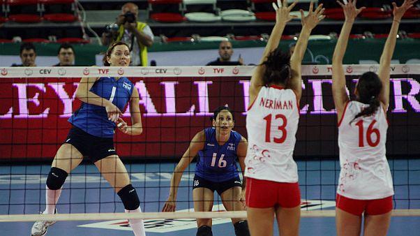 ترکیه؛ اعتراض به دیدگاههایی که زنان ورزشکار را موظف به رعایت قوانین اسلامی میکرد