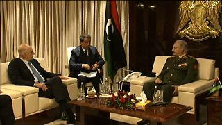 Haftar de surpresa na Grécia antes de acordo para cessar-fogo na Líbia
