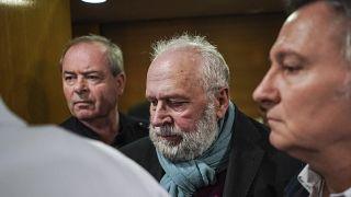 Le Père Preynat arrive à son procès le 13 janvier 2020, à Lyon, France