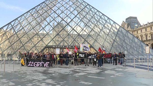 Retraites : le Louvre bloqué par des grévistes