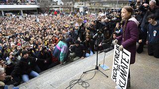 شاهد: الناشطة البيئية تونبرغ تقود مسيرة في لوزان السويسرية
