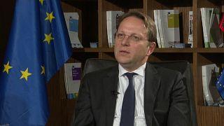 """EU-Erweiterungskommissar Várhelyi in Albanien: """"Beitrittsverfahren glaubwürdiger machen"""""""