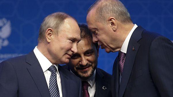 الرئيس التركي رجب طيب إردوغان إلى جانب نظيره الروسي فلادميير بوتين خلال لقاء جمعهما في إسطنبول في يناير 2020