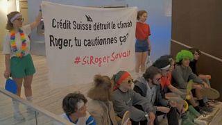 Felmentették a Credit Suisse-nél teniszező klímaaktivistákat