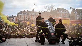 A Strabourg, les pompiers dans la rue contre les violences du quotidien