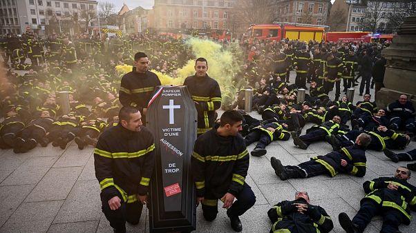 ویدئو؛ تظاهرات یک هزار آتشنشان فرانسوی در استراسبورگ