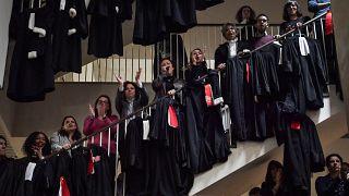 شاهد: محامون فرنسيون يحتجون ضد اصلاح نظام التقاعد
