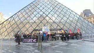 Nem engedték be a látogatókat a Louvre-ba a sztrájk miatt