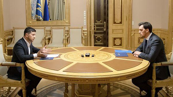 زلنسکی با رد استعفای نخست وزیر اوکراین به او فرصت دوباره داد