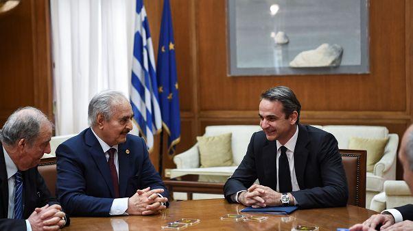 المشير خليفة حفتر ورئيس الوزراء اليوناني كيرياكوس ميتسوتاكيس