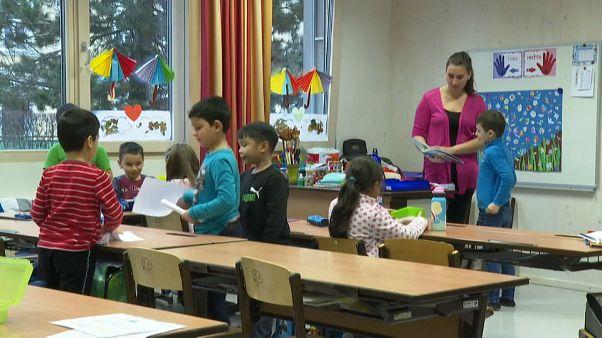 Vita a bevándorló hátterű gyerekek iskolai szegregációjáról Ausztriában