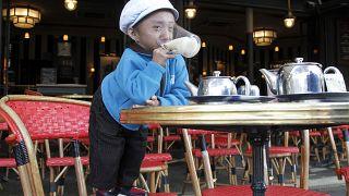 خاجيندرا ثابا ماغار، أصغر رجل في العالم