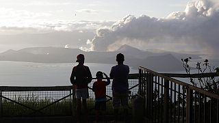 Philippines : le volcan Taal menace, la population s'adapte