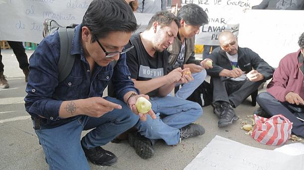 Men peel potatoes in Bolivia in campaign against sexist violence