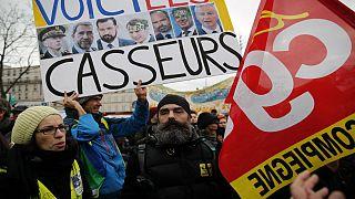 دستگیری دستکم ۱۵ نفر در شمال پاریس در جریان اعتراضات جلیقه زردهای فرانسه