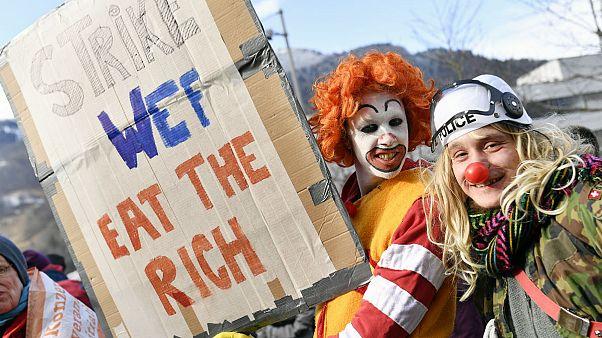 İklim aktivistleri Dünya Ekonomik Forumu'nu protesto için Davos'a dağ yolundan 3 gün yürüyecek