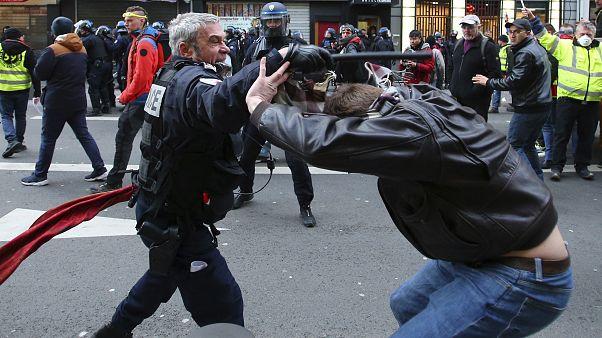 عنف الشرطة الفرنسية خلال المظاهرات