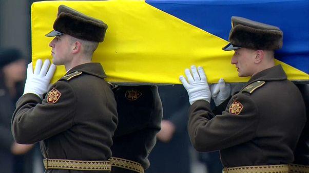 Llegan a Kiev los restos de los 11 ucranianos fallecidos en el fatídico avión