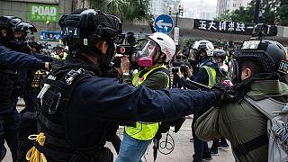 Könnygázzal oszlatták fel a vasárnapi tüntetéseket Hongkongban