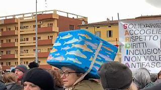 Olaszország: szardíniák az olasz szélsőjobb ellen
