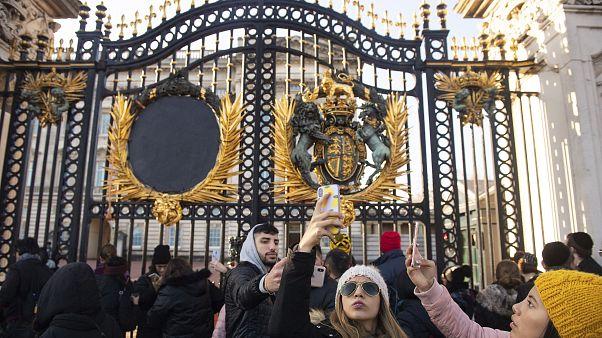Nagy-Britannia: Harry és Meghan visszafizetne 940 millió forintnyi közpénzt