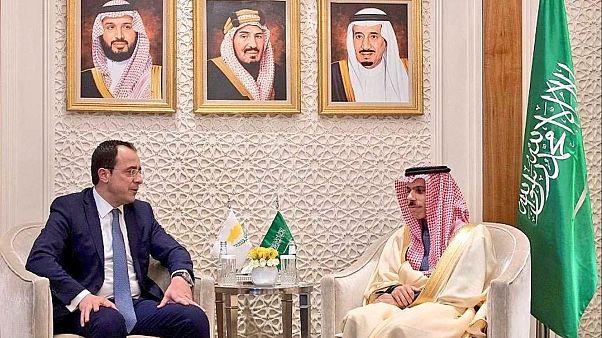 Επαφές του Κύπριου υπ. Εξωτερικών στη Σαουδική Αραβία