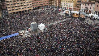 Emilia-Romaña enfrenta a las sardinas con Salvini