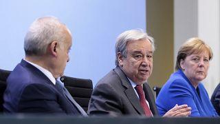 La Conferencia sobre Libia confirma el alto el fuego y acuerda un embargo de armas
