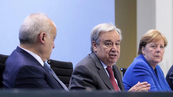Συμφωνία για εκεχειρία στη Λιβύη και στενή επιτήρηση του εμπάργκο όπλων