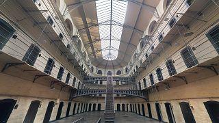 فرار 80 سجينا عبر نفق في الباراغواي من سجن بيدرو خوان كاباييرو الواقع على الحدود مع البرازيل