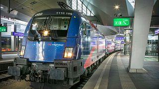 Une rame Nightjet de la compagnie autrichienne ÖBB en gare centrale de VIenne.